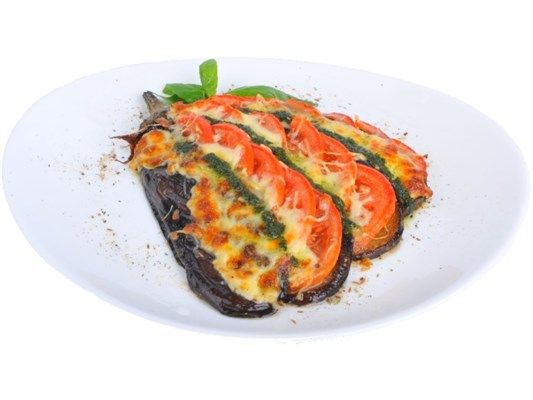 Баклажан запечённый с сыром и помидором